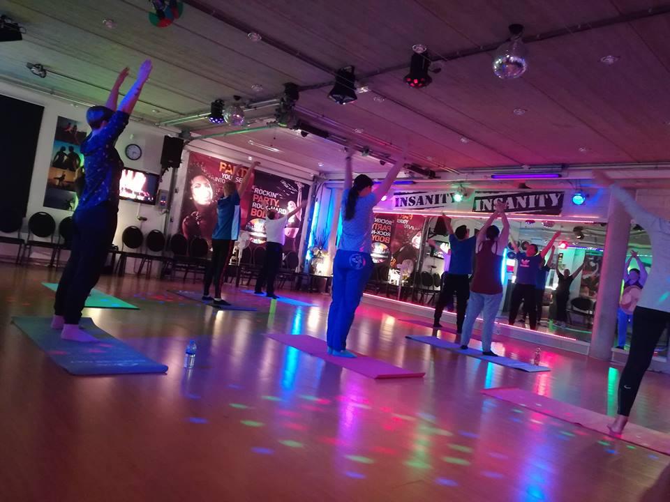 Yoga Pilates bij Redlex Fysio in Amsterdam Noord. Fysiotherapie Amsterdam Noord.