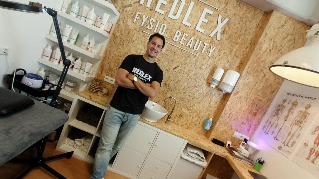 Redmond Valk, eigenaar en fysiotherapeut bij Redlex Fysio te Amsterdam Noord